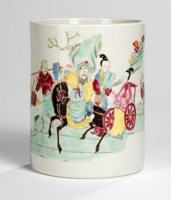 Brush Cup made of porcelain with multicoloured decor - photo 1