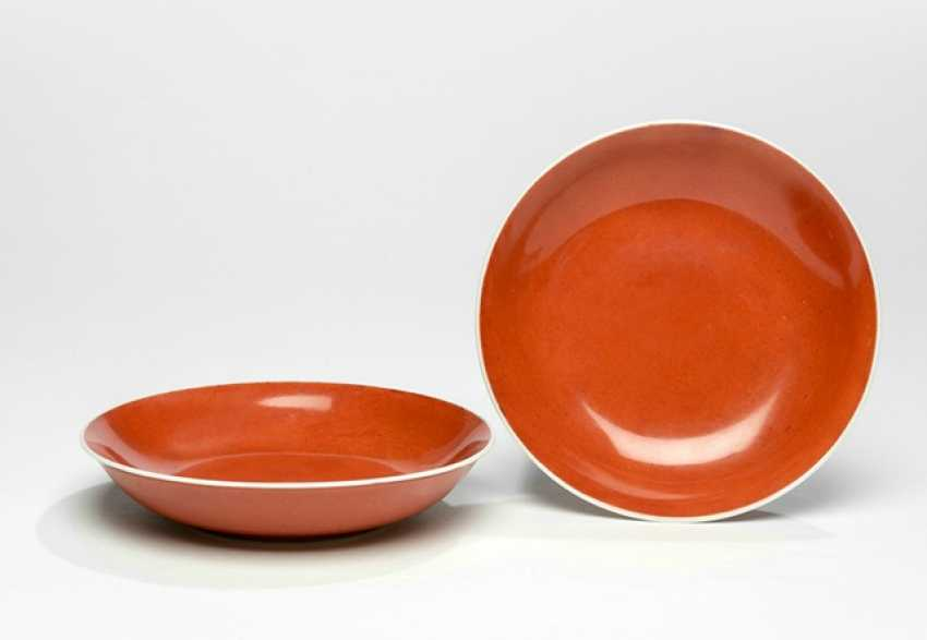 Pair of coral red glazed Saucer porcelain - photo 1