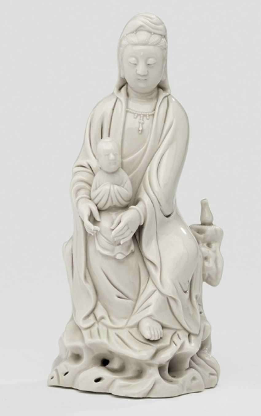 Dehua figure of Guanyin, with a boy on a rock sitting - photo 1