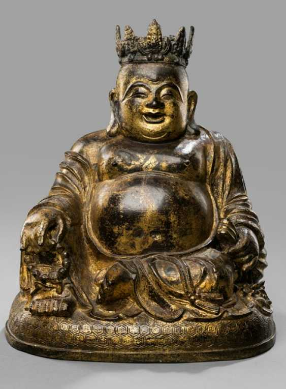 Lacquer gilt Bronze of Budai with crown - photo 1