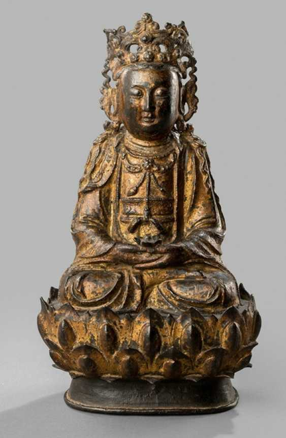 Gilded Bronze of a Guanyin on a Lotus - photo 1