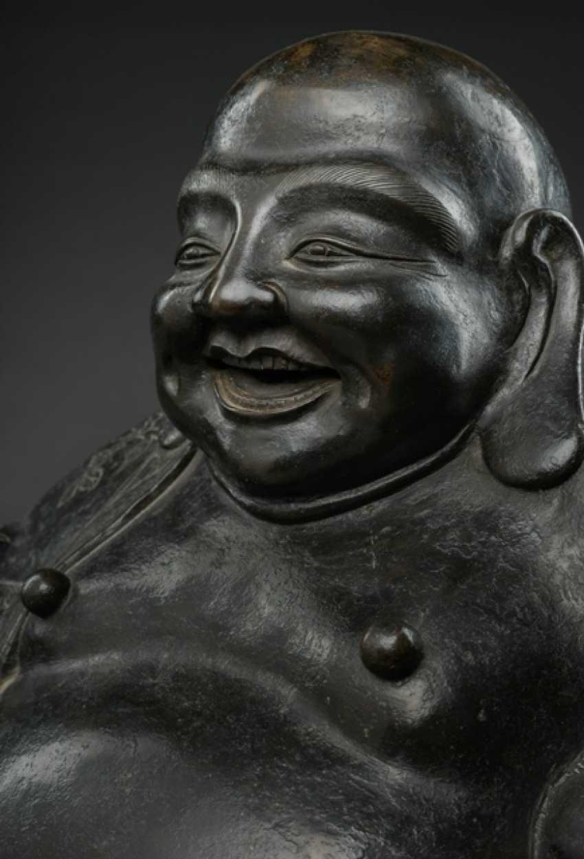 Large Bronze of Budai - photo 2