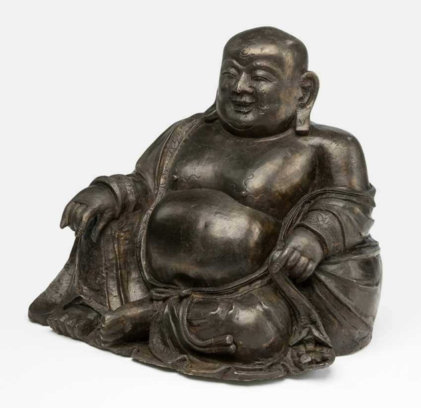 Bronze of Budai shown to his bag, leaning, sitting - photo 1