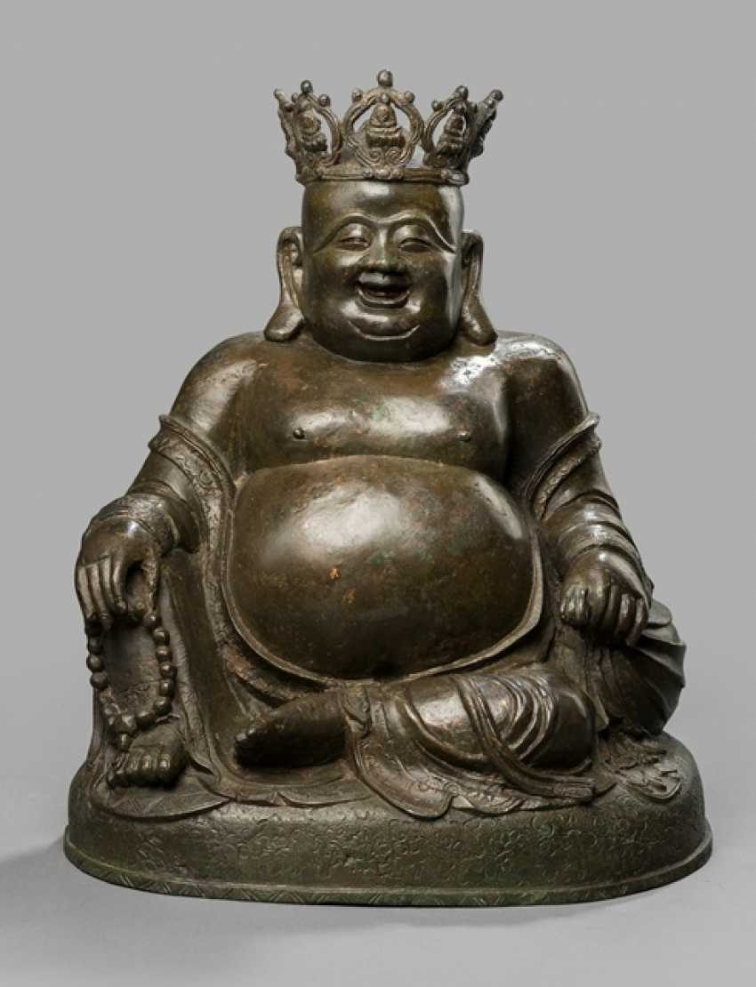 Large Bronze of Budai with his bag - photo 1