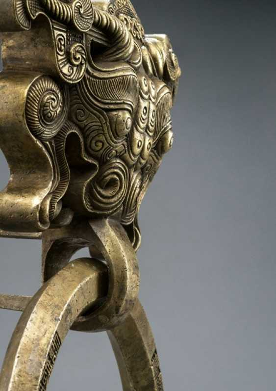 Important Pair of silver handles in the shape of 'Taotie'masks - photo 4
