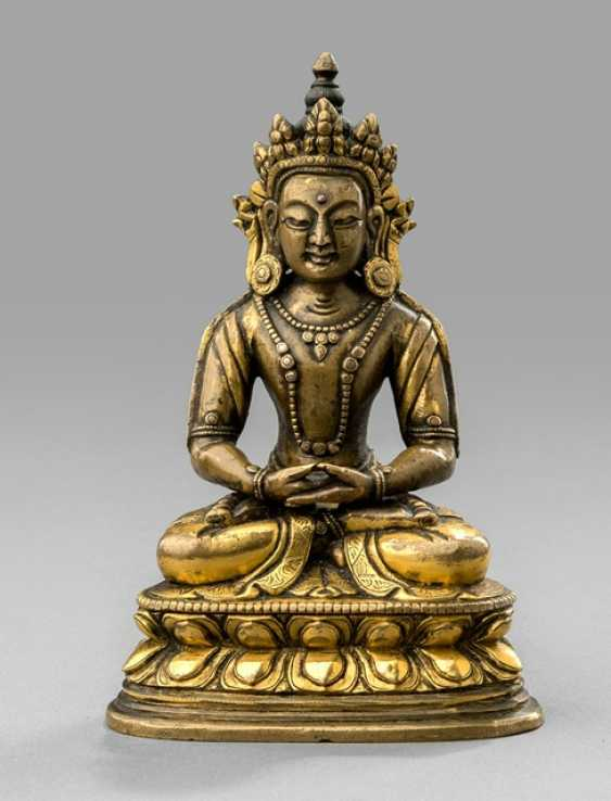 Partially fire-gilded Bronze of Amitayus on a Lotus - photo 1
