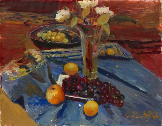 Still Life with Flowers and Grapes, signed and dated 1993. - photo 1