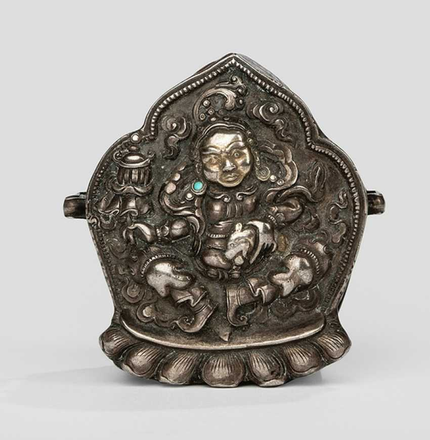Fine Gau from part of a gold-plated silver with Vaishravana, the closure plate is made of copper - photo 1