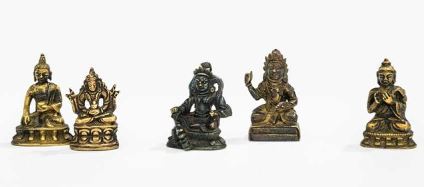 Five bronze figures, including Buddha Shakyamuni, Vaishravana and Amitayus - photo 1