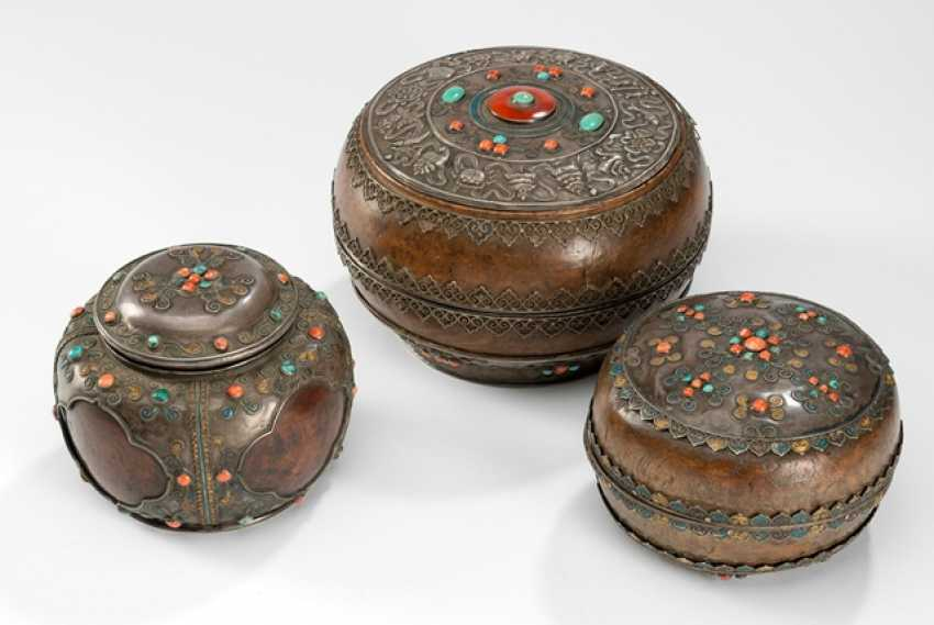 Three Lid boxes made of burl wood with silver fittings and stone deposits - photo 1