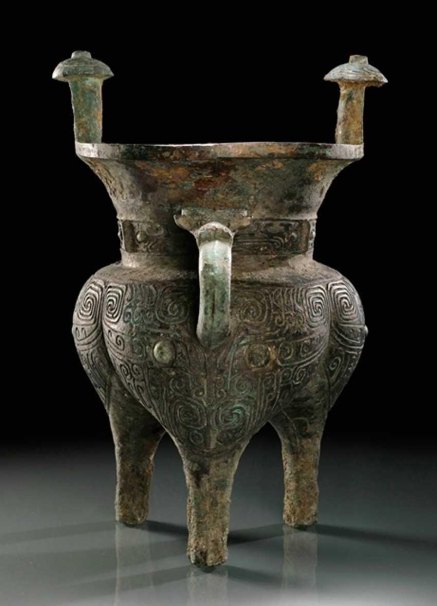 Bronze sacrifice wine vessel (jia) - photo 1