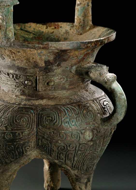 Bronze sacrifice wine vessel (jia) - photo 2