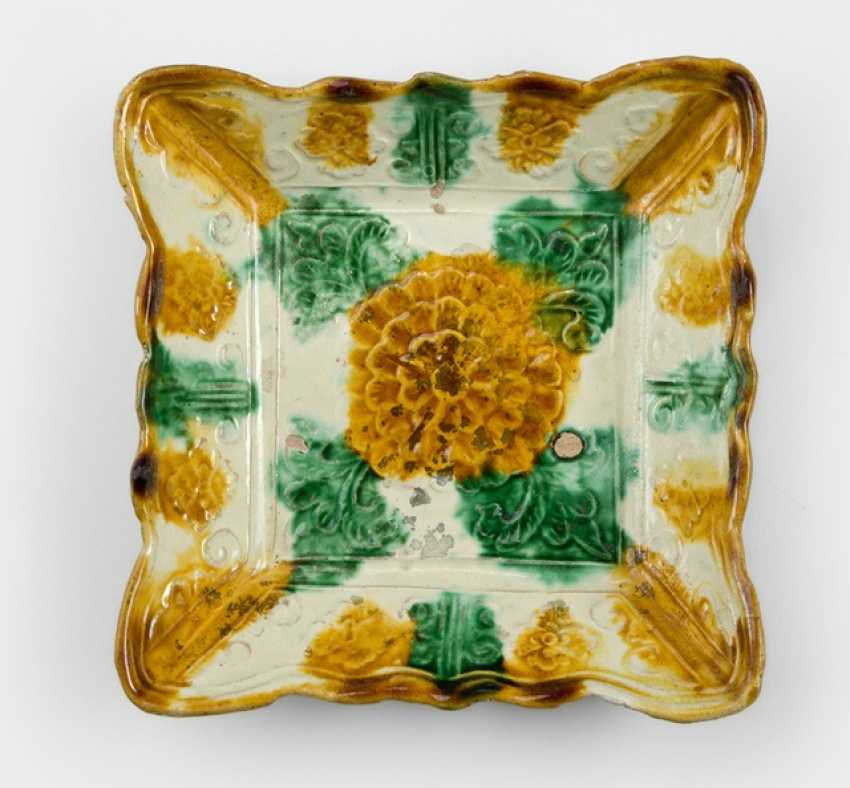 Small square 'Sancai'-glazed plate - photo 1