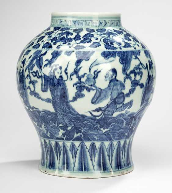 Shoulder pot with decoration of Eight Immortals in underglaze blue - photo 1