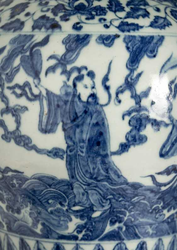 Shoulder pot with decoration of Eight Immortals in underglaze blue - photo 3