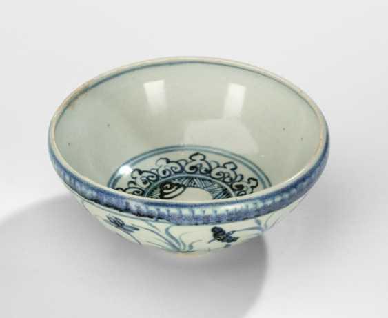 Under-glaze blue decorated bowl with inverted rim - photo 2