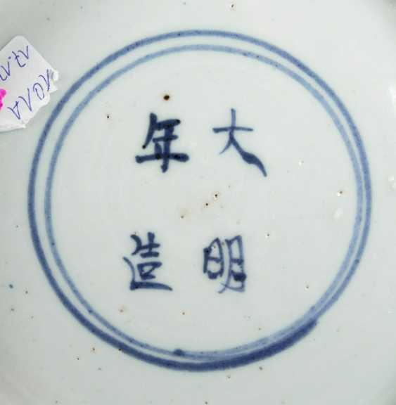 Large under glaze blue bowl with Lotus decor - photo 2