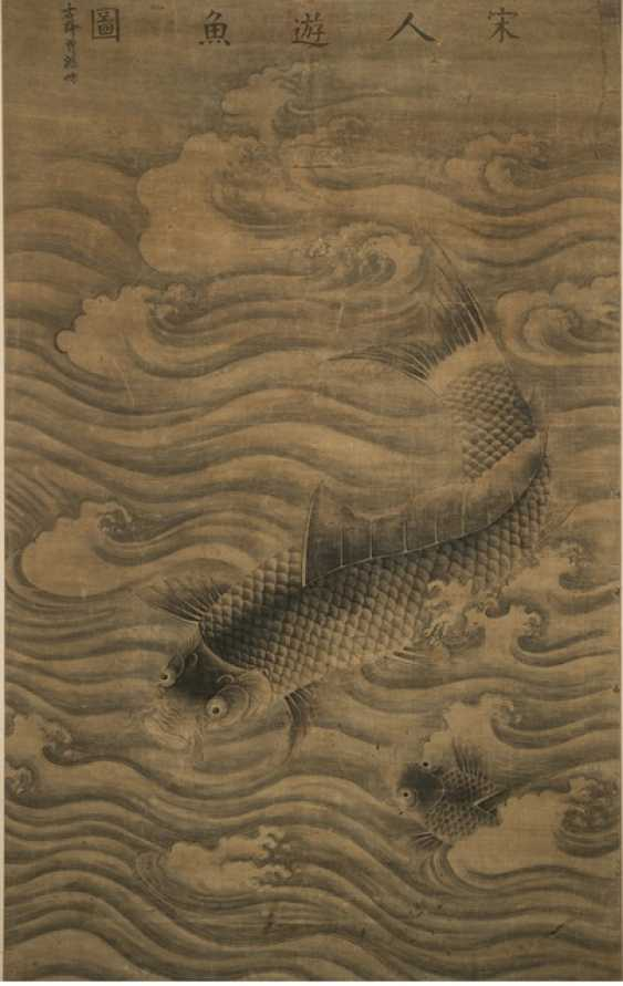 Two carp between waves - photo 1