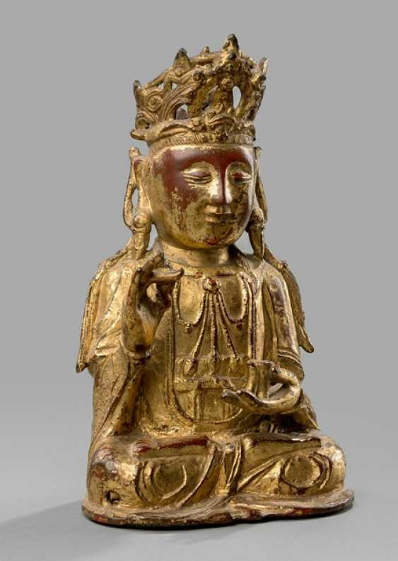 Bronze of Guanyin with lacquer gilding - photo 1