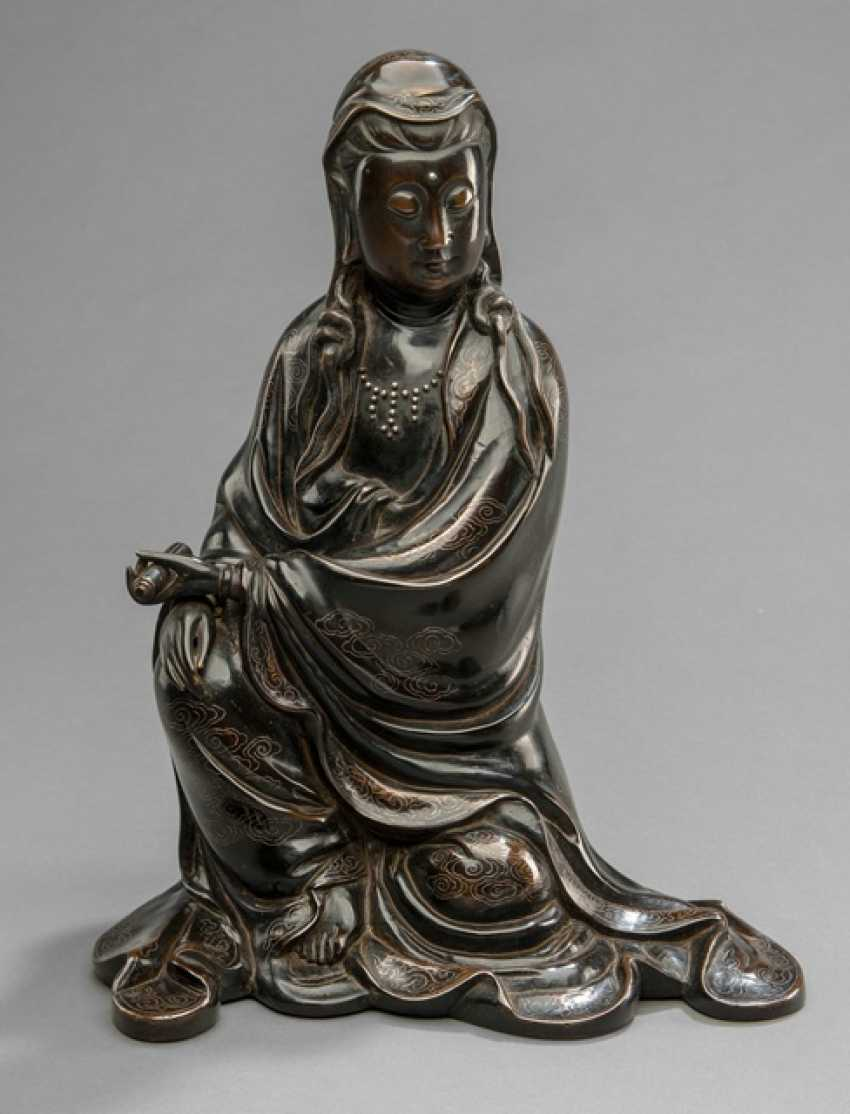 Bronze of Guanyin with silver deposits in the Shisou-style - photo 1