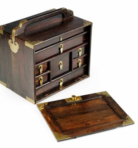 Small Cabinet made of Zitan with metal fittings and eight relapses - photo 2