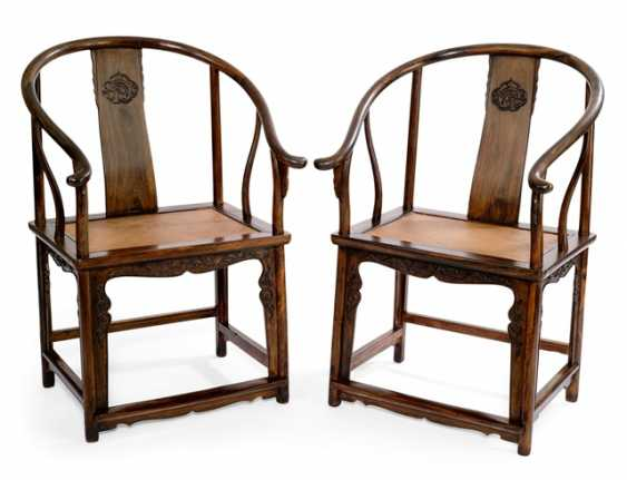 Pair of rare horseshoe chairs from Zitan - photo 1