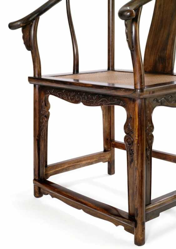 Pair of rare horseshoe chairs from Zitan - photo 4