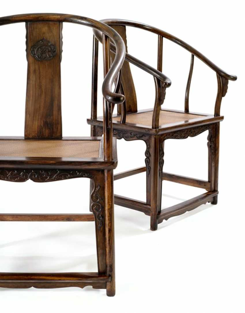 Pair of rare horseshoe chairs from Zitan - photo 5