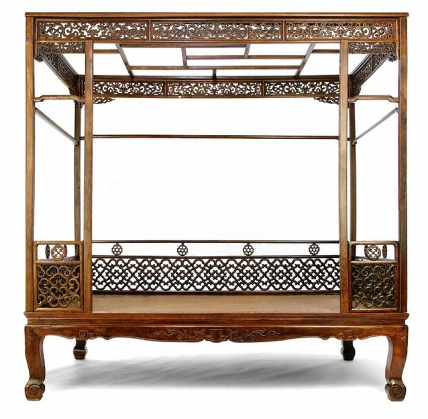 Fine and rare bed made of hard wood - photo 1