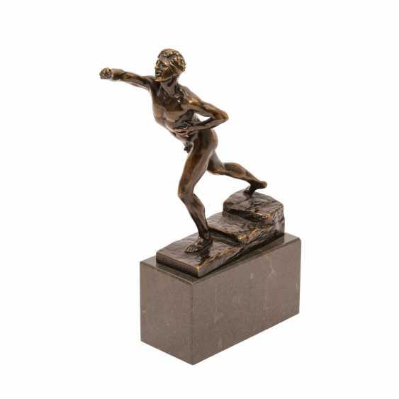 Bronzefigur von MAX KRUSE (1854-1942): NENIKHAMEN. - photo 1