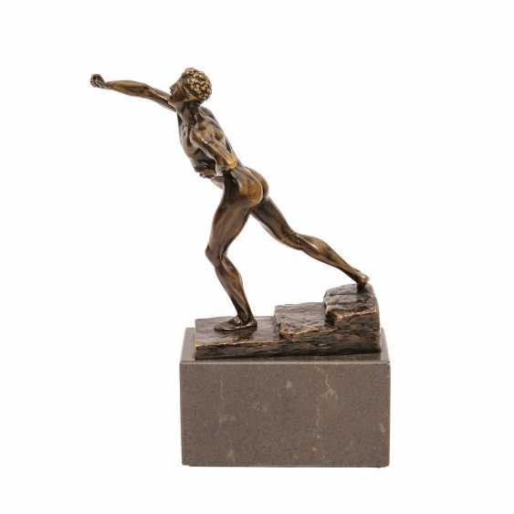 Bronzefigur von MAX KRUSE (1854-1942): NENIKHAMEN. - photo 2
