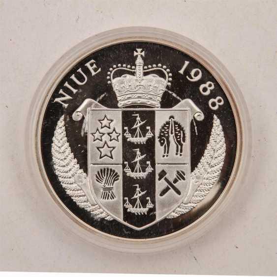 Niue - 100 Dollars 1988, - photo 3
