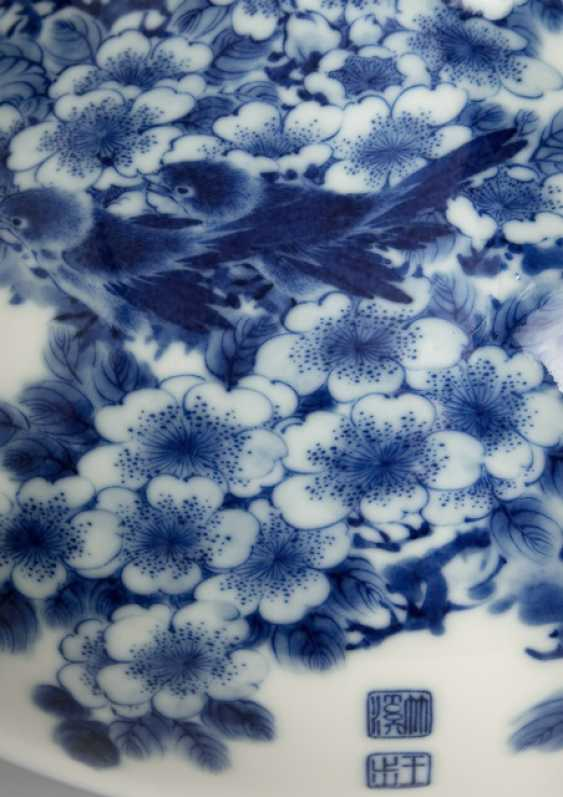 Excellent Vase made of porcelain with underglaze blue decoration of plum blossoms and birds - photo 2