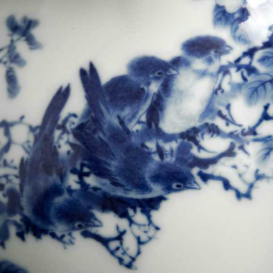 Excellent Vase made of porcelain with underglaze blue decoration of plum blossoms and birds - photo 3