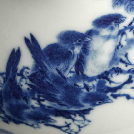 Excellent Vase made of porcelain with underglaze blue decoration of plum blossoms and birds - photo 4