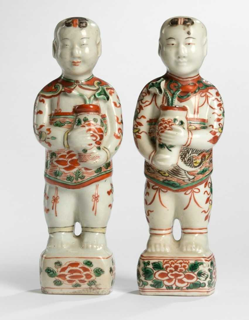 Two boys made of porcelain with Wucai decor - photo 1