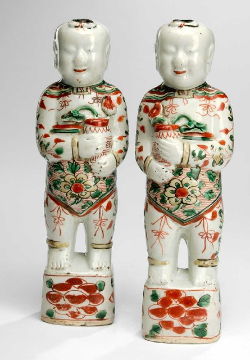 Few boys made of porcelain with Wucai decor - photo 1