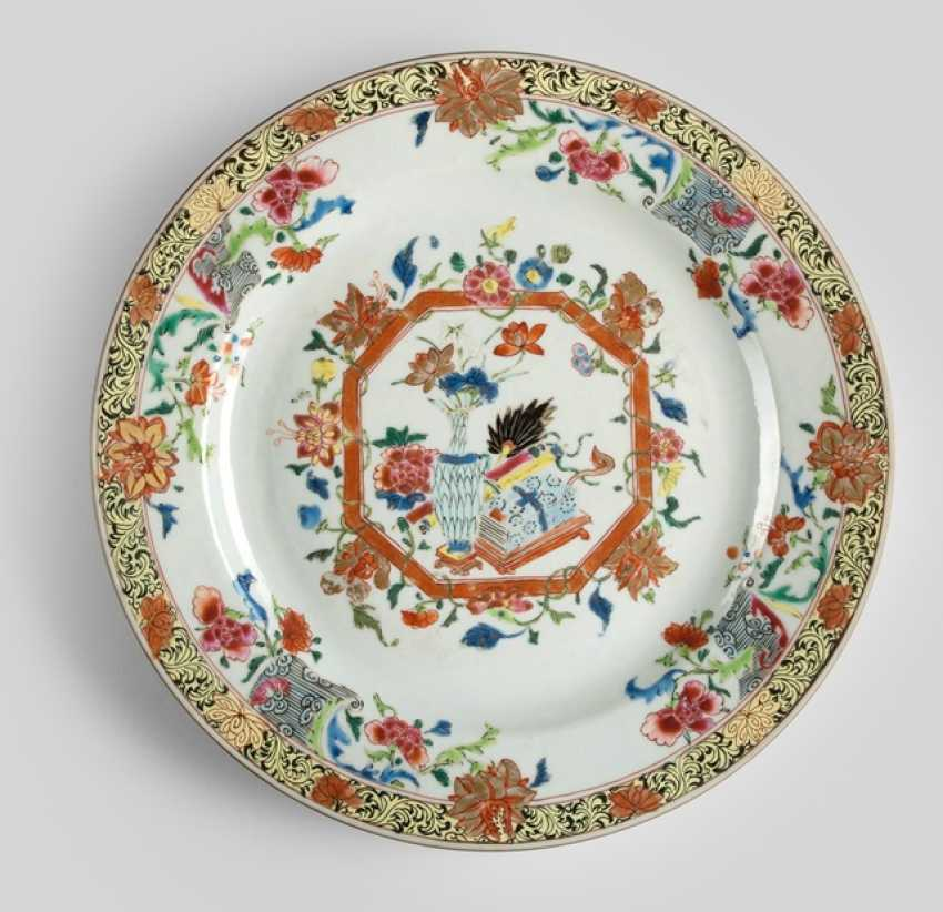 Plate with Famille rose decor of flowers, Vase and manuscript - photo 1