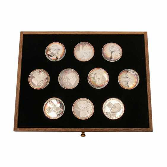 Patriotic wooden box with silver medals - - photo 2