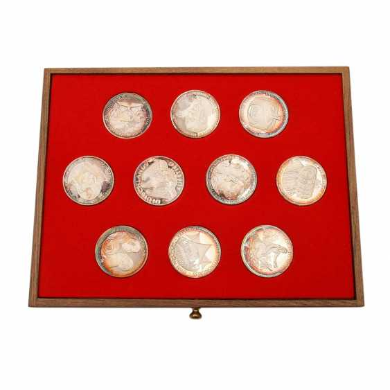 Patriotic wooden box with silver medals - - photo 4
