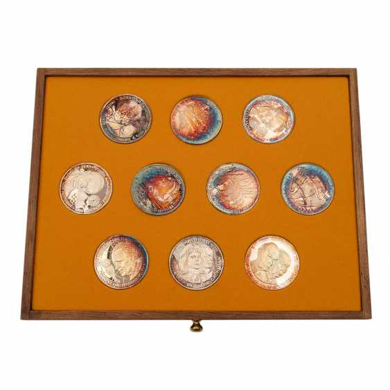 Patriotic wooden box with silver medals - - photo 6