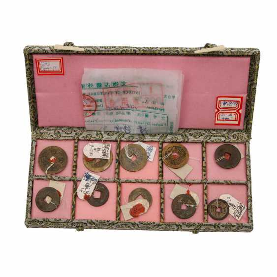 China - box with 10 historic coins, proof of purchase attached to, - photo 1