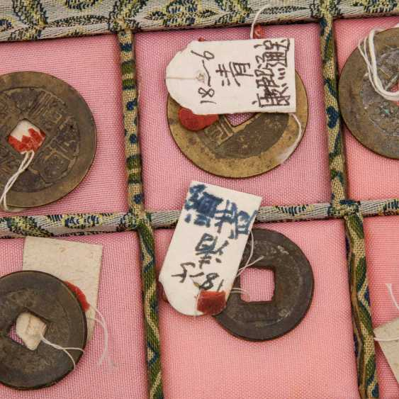 China - box with 10 historic coins, proof of purchase attached to, - photo 2