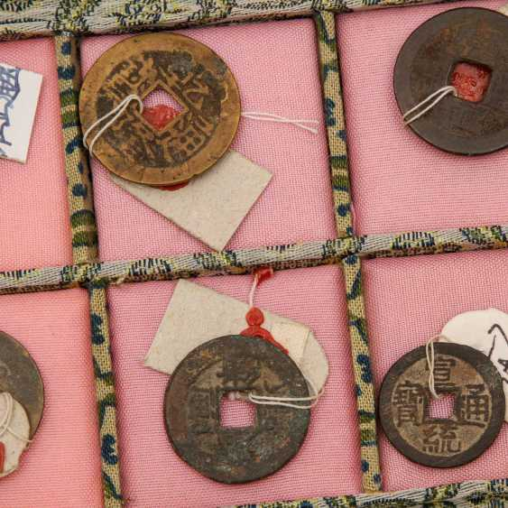 China - box with 10 historic coins, proof of purchase attached to, - photo 4