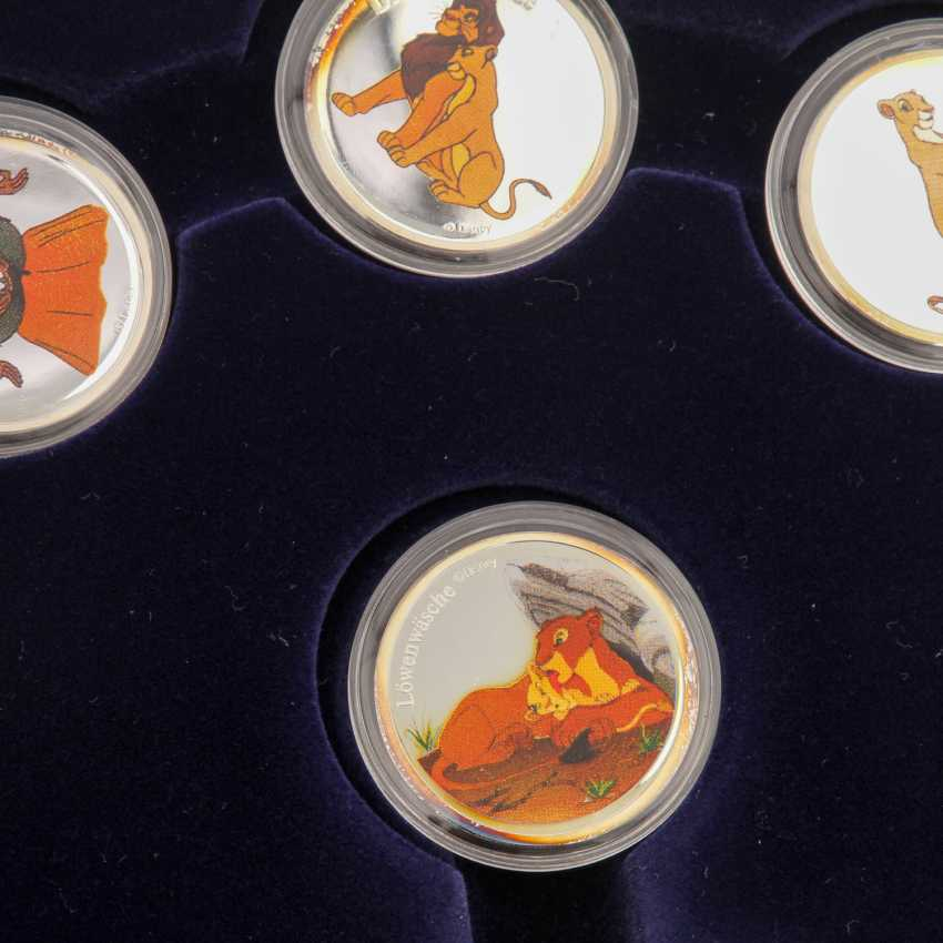 7 rolls of film - one Each on the subject of Walt Disney, - photo 4