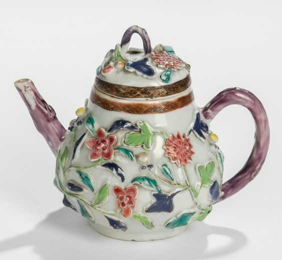 Small teapot made of porcelain with floral decor in Relief - photo 1