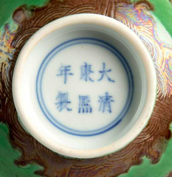 Green glazed dish with dragon decoration in Aubergine - photo 2