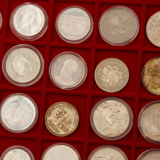 Aluminium case world coins - Approx. 100 pieces of mostly silver coins, - photo 2