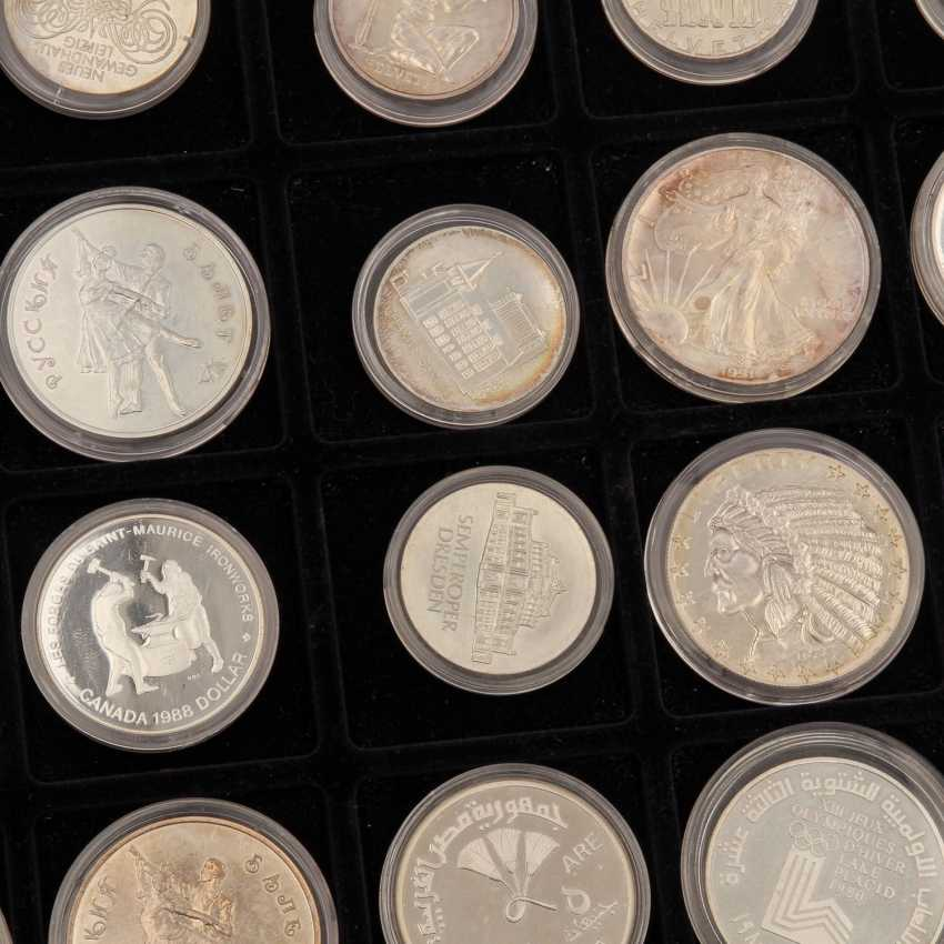 Aluminium case world coins - Approx. 100 pieces of mostly silver coins, - photo 5