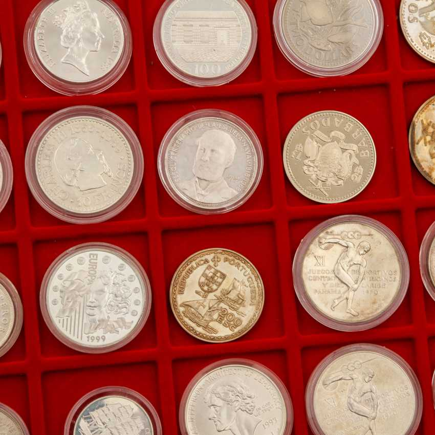 Aluminium case world coins - Approx. 100 pieces of mostly silver coins, - photo 6